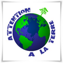 logo_attention_a_la_terre_arbre_plante_sur_planisphere