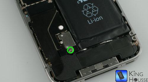 Depose des vis support batterie iphone 4