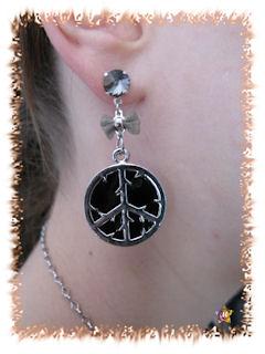 Boucles d'Oreilles Strass noirs Noeud et Peace and love