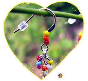 Boucles d'Oreilles argentées avec petites perles multicolores
