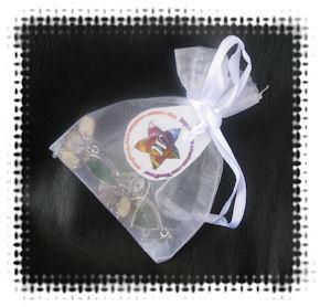 Boucles d'Oreilles Estampe Verte et Pampilles en Nacre