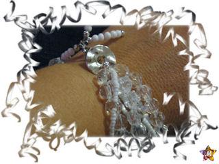 bracelet perles a facettes transparentes et perles blanches