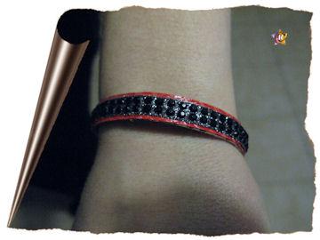 Bracelet en cuir rouge et strass noir