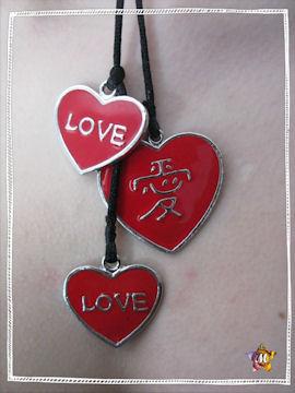 collier avec trois coeurs rouges je t'aime en chinois & anglais
