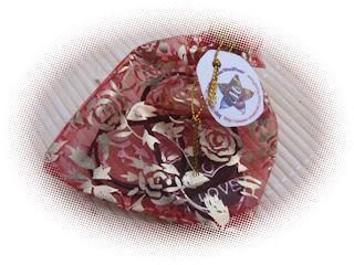 collier violet trois coeurs noirs, je t'aime en chinois et en anglais