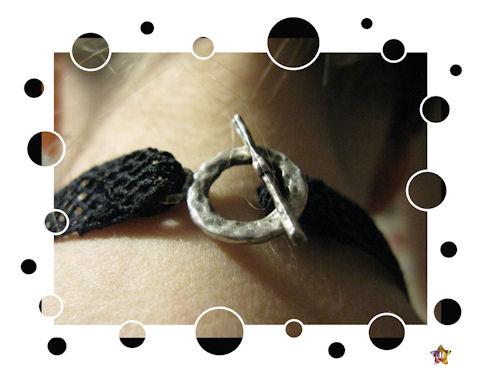 Tour de cou noir avec love argenté et strass