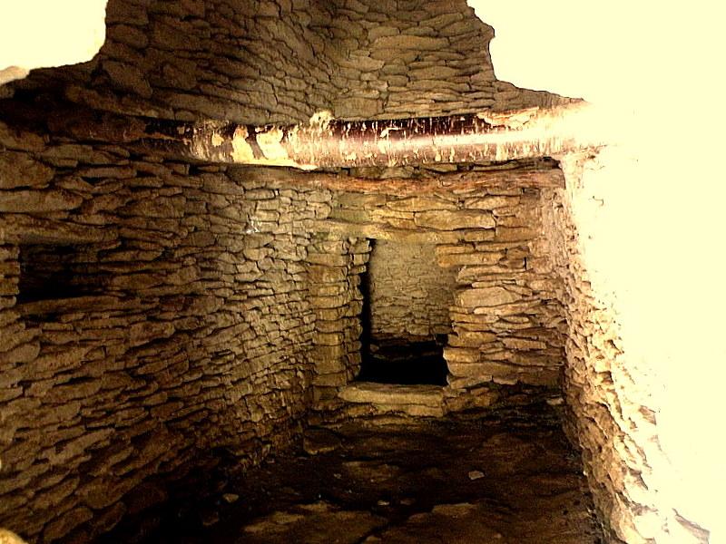 L'intérieur des Bories-Gordes-Fév.2009