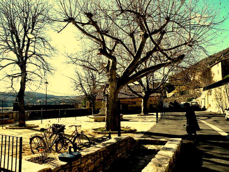 Monieux-Gorges de la Nesque. Pied du Ventoux