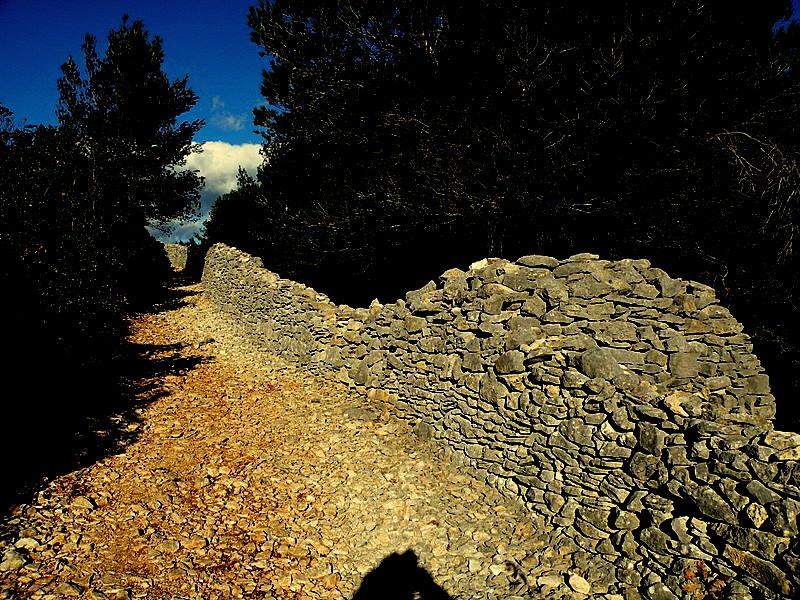 Le Mur de la Peste-Cabrières d'Avignon-Luberon