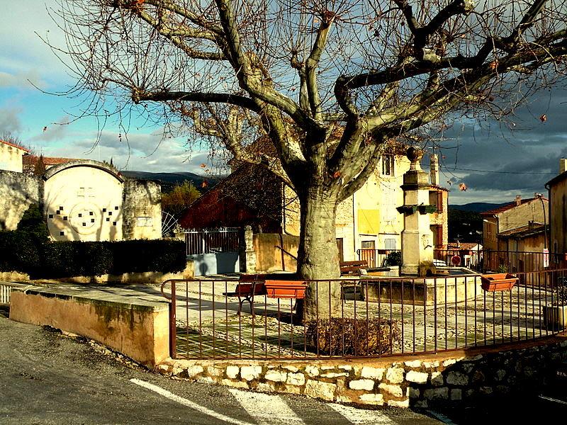 St Saturnin-lès-Apt-Luberon-Château-Lac