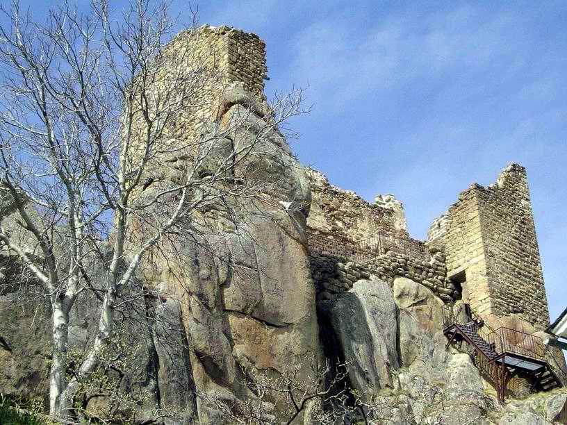 Dans une ruine, il est inutile d'ouvrir la fenetre pour admirer le panorama.