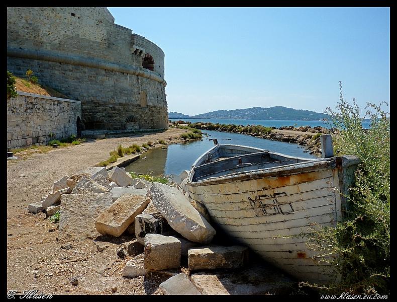 Barque échouée devant la Tour royale (Toulon) P1000727_28_29_2-borderB